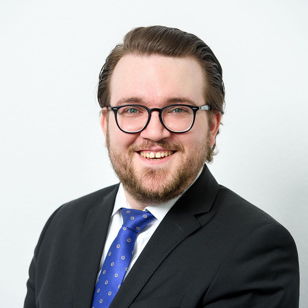 Jason Reaves, Immobilienkaufmann