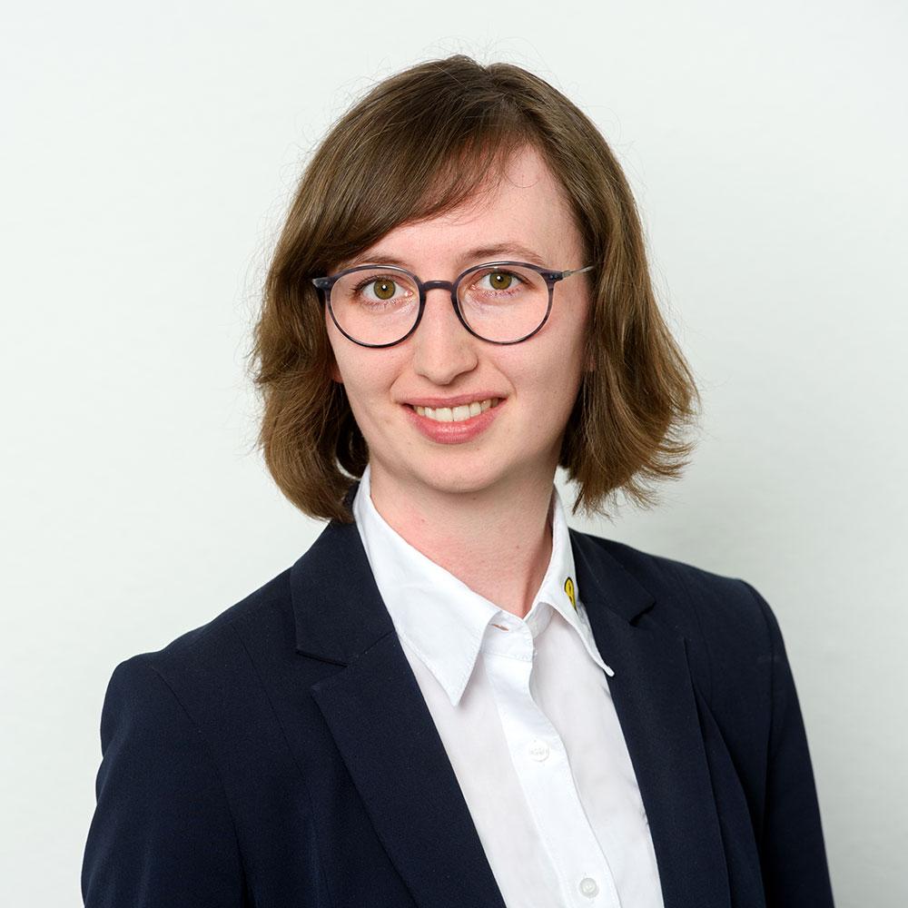 Sandra Majer, Prokuristin