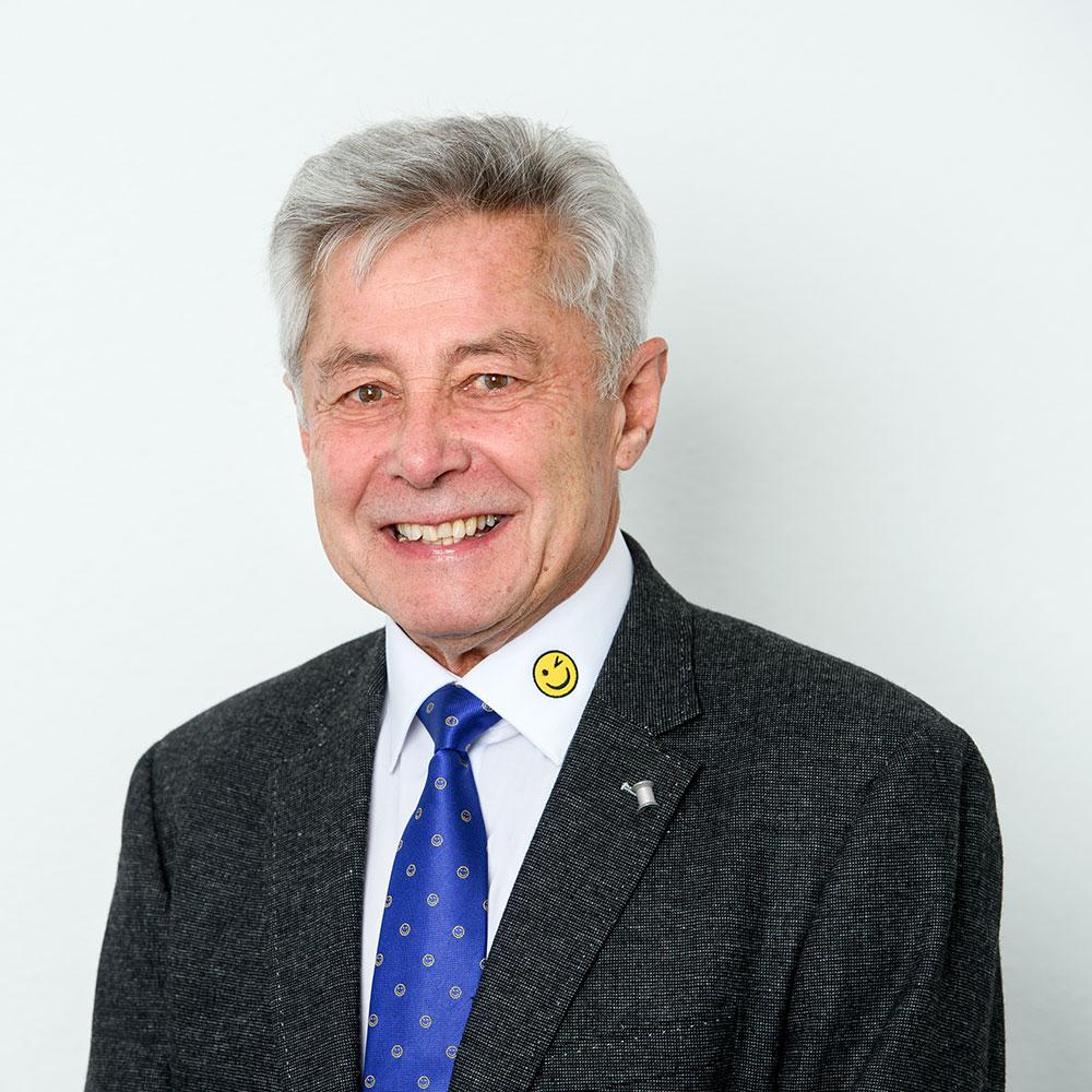 Alfred Cernutzan, Immobilienberater
