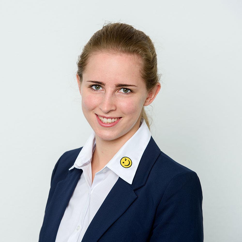 Lena Weisser, Immobilienkauffrau